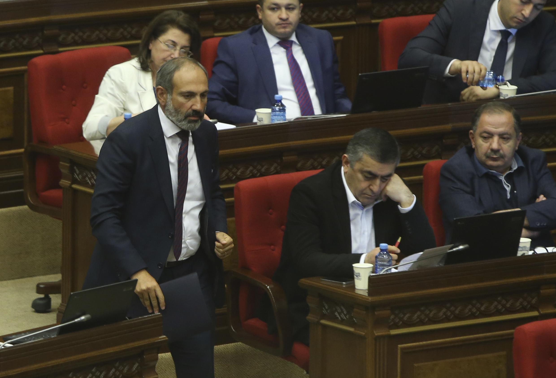 Никол Пашинян представил в парламенте Армении программу будущего правительства. 1 мая 2018