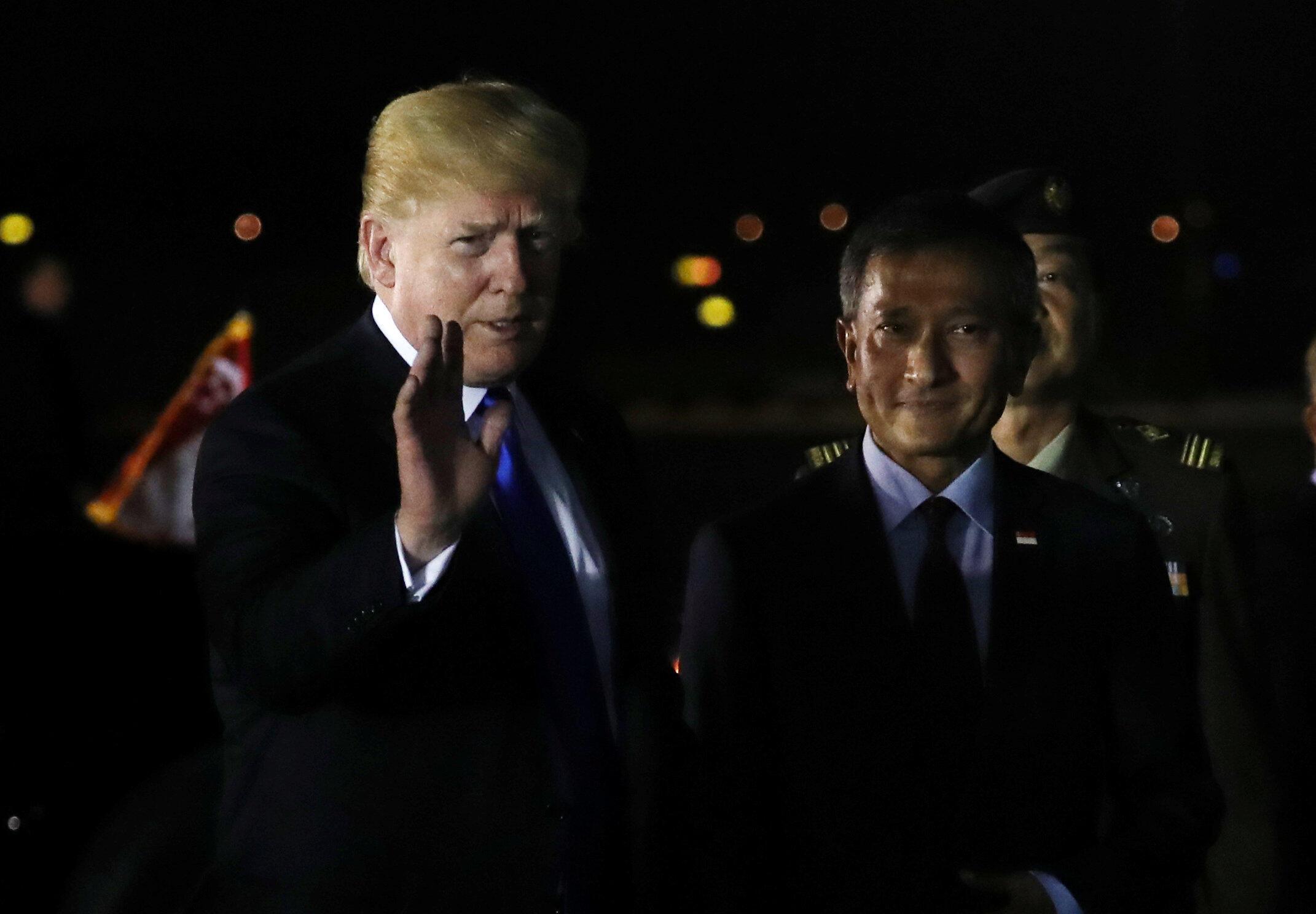 Donald Trump a su llegada a Singapur el domingo.