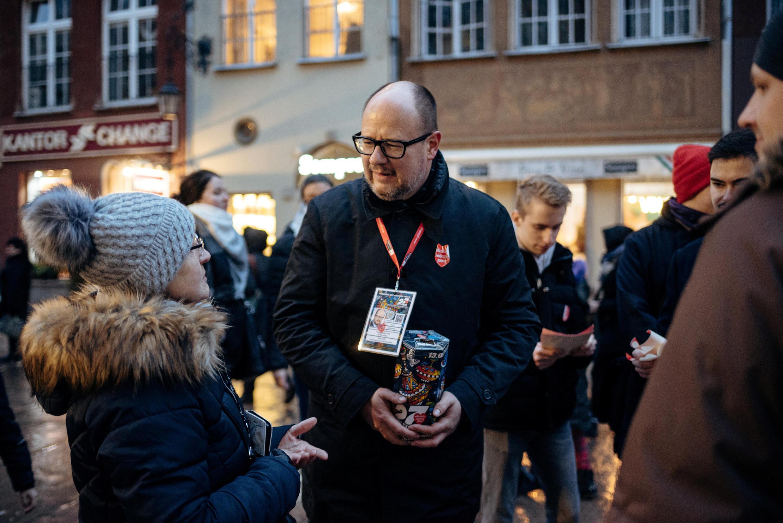 Le maire du grand port polonais de Gdansk, Pawel Adamowicz, avait été grièvement blessé au couteau dimanche 13 janvier lors d'une collecte de fonds pour une organisation finançant l'achat de matériel médical.