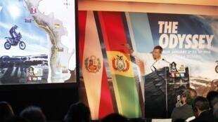 Etienne Lavigne, director del Rally, anuncia el trazado de la carrera en París.