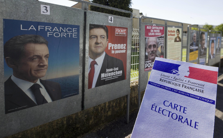 Các pa-nô với áp-phích tranh cử tại Lyon.