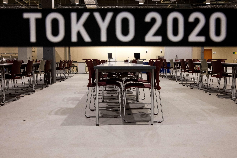 A sala de refeições da aldeia olímpica em Tóquio, Japão.