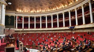 PM francês, Edouard Philippe, na posse do relatório do conselho científico sobre segunda volta das eleições municipais