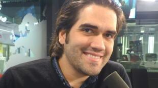 Manuel López Gómez en los estudios de RFI