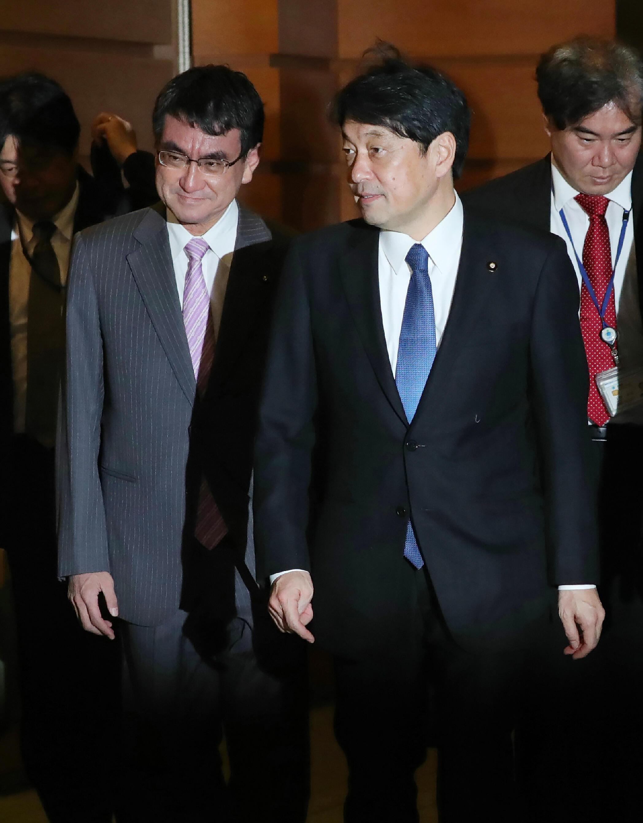 Bộ trưởng Quốc Phòng Nhật Bản Itsunori Onodera và ngoại trưởng Taro Kono tại Tokyo ngày 29/11/2017.