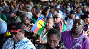 Les supporters du FLNKS, partisans de l'indépendance kanake, en meeting le 30 octobre 2018 à Nouméa.