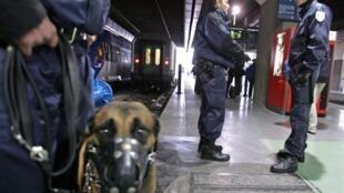 Selon le chef des services secrets, la France craindrait de nouveaux attentats sur son sol.