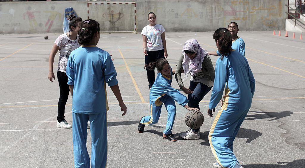 De jeunes Palestiniennes participent à un entraînement de bascket ball, dans la bande de Gaza.