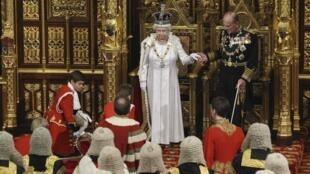 A rainha Elizabeth foi ao Parlamento anunciar programa de governo.