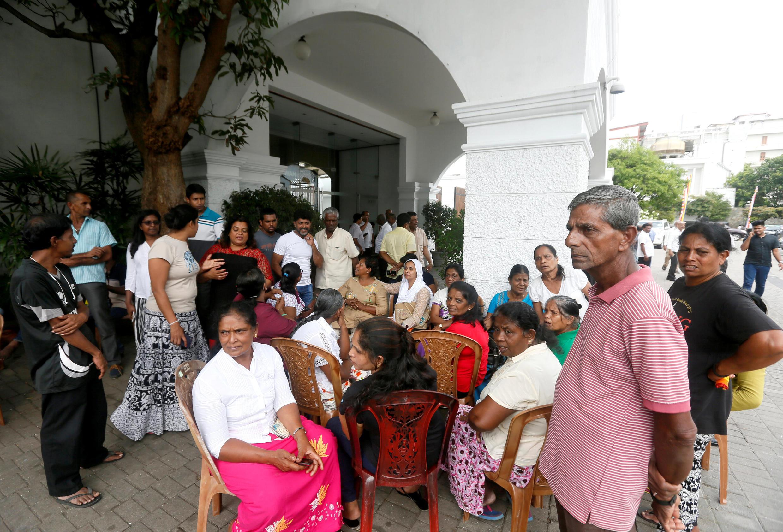 Rassemblement de soutien, ce dimanche 28 octobre 2018, devant la résidence officielle du Premier ministre limogé, à Colombo.