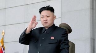 根据朝鲜官方通讯社发布的图片,金正恩2013年4月25日在平壤出席朝鲜人民军建军81周年庆祝活动。