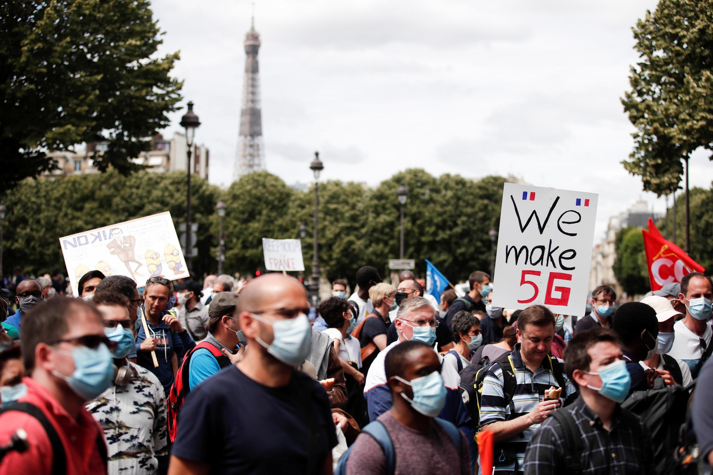 Работники компании Nokia. Париж, 8 июля 2020.