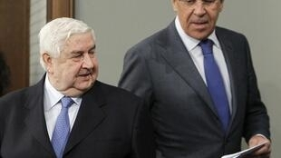 រដ្ឋមន្រ្តីការបរទេសរុស្ស៊ី Sergei Lavrov (ស្តាំ) និងរដ្ឋមន្រ្តីការបរទេសស៊ីរីលោក Walid al-Moualem នៅមុនពេលធ្វើសន្និសីទកាសែតក្នុងទីក្រុងម៉ូស្គូថ្ងៃអង្គារទី ១០មេសា ២០១២