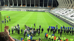 Lille players went out after the match against Amiens was abandoned to console their supporters.