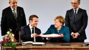 El presidente francés Emmanuel Macron y la canciller alemana Angela Merkel en Aix-la-Chapelle, Alemania. 22 de enero de 2019.