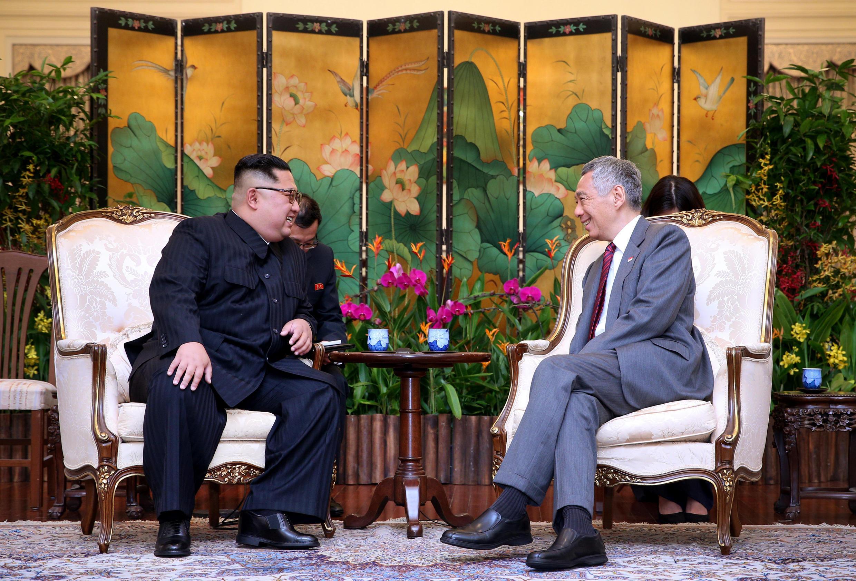 El líder norcoreano Kim Jong Un junto al primer ministro de Singapur, Lee Hsien Loong.