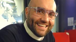 Xavier Sabata en los estudios de RFI
