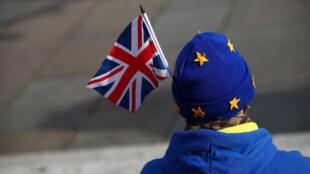 Parlamento britânico rejeita Brexit sem acordo com União Europeia