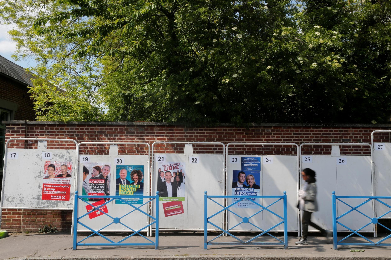 Далеко не все из 34 партий позаботились о том, чтобы расклеить свои предвыборные афиши