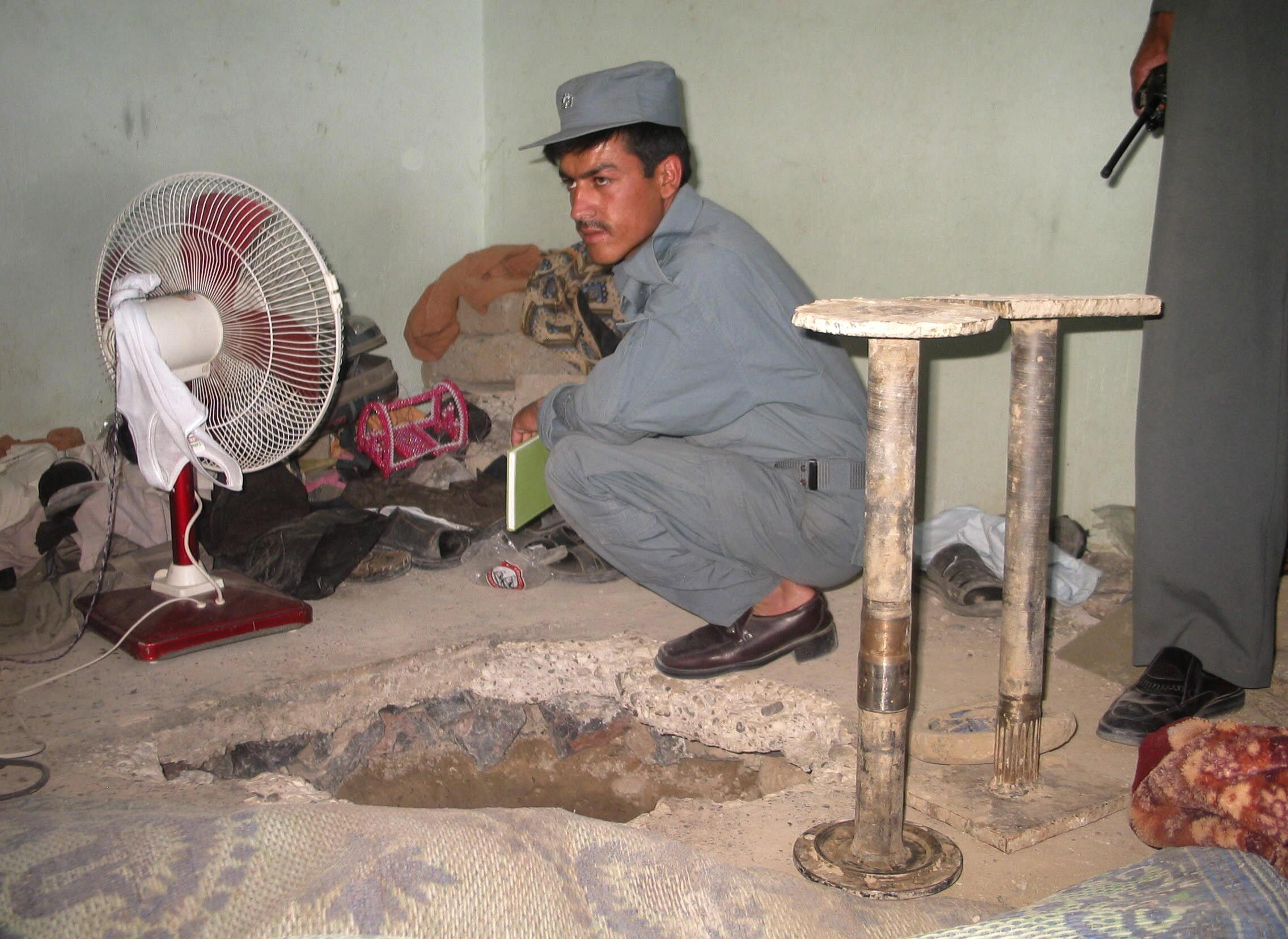 Some 500 prisoners used the tunnel to escape from prison in Kandahar city