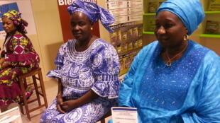 A droite, Fatouma Diop, présidente de la coopérative Panale.