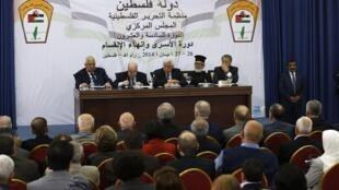 Mahmoud Abbas preside reunião da OLP neste sábado, 26 de abril de 2014, em Ramallah, na Cisjordânia.