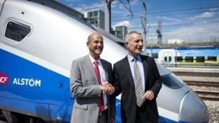Patrick Kron, le PDG  d'Alstom et  Guillaume Pepy, PDG de la SNCF, pour l'inauguration de la 3e génération de TGV, Euro Duplex, à Bezannes, dans le nord-est de la France, le 30 mai 2011.