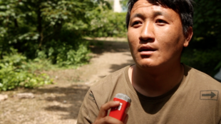 A screenshot of an RFI video report about Tibetan refugees in the French town of Conflans.