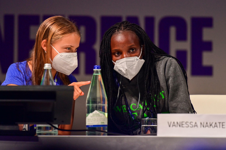 Greta Thunberg junto a la activista ugandesa Vanessa Nakate, en Milán el 28 de septiembre de 3021