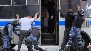 По данным правозащитников, во время акции протеста в центре Москвы отключали мобильный интернет