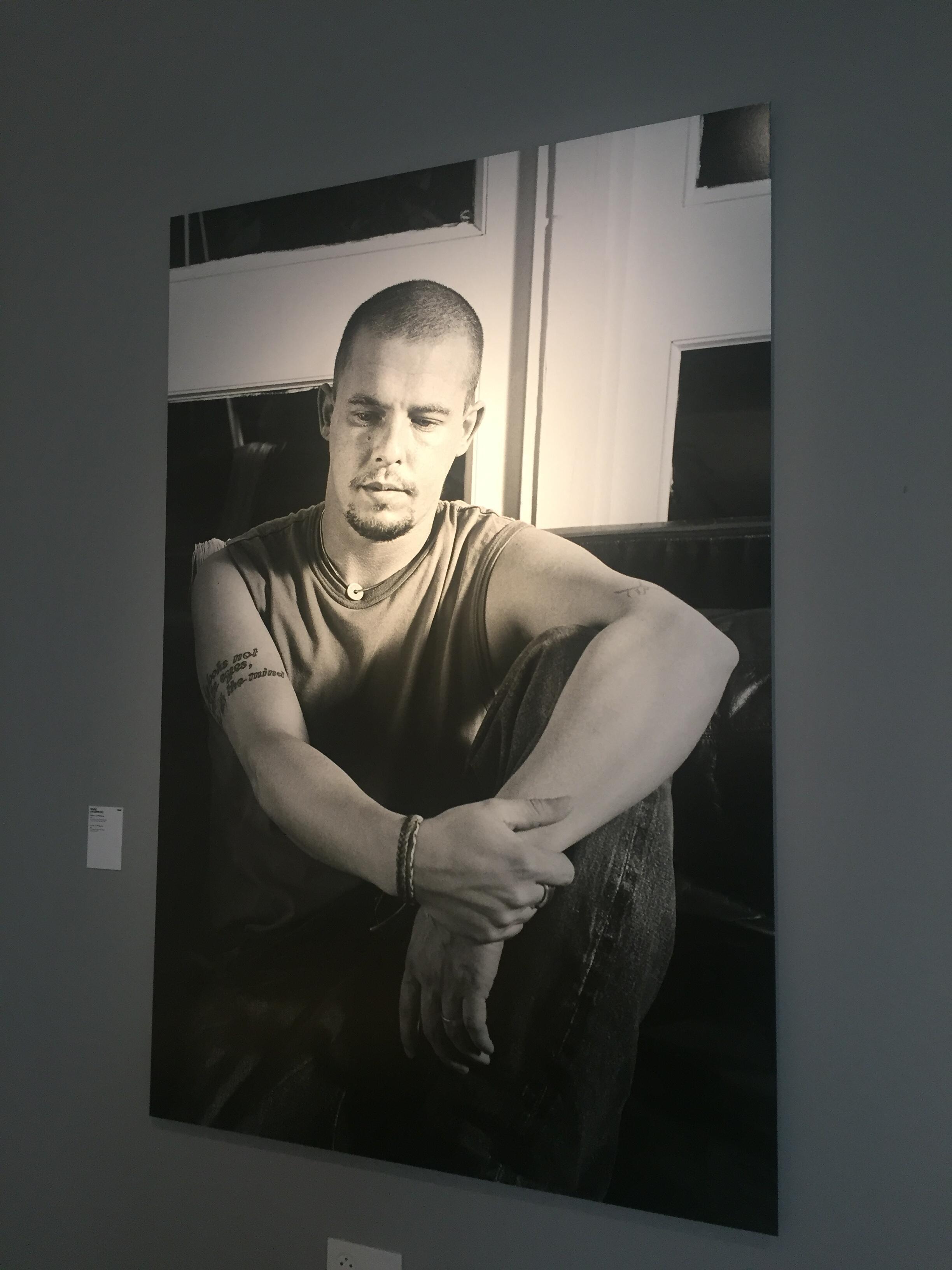 Alexander McQueen, fotografado por Ann Ray.
