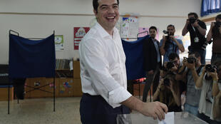 Alexis Tsipras votou na manhã deste domingo no referendo sobre as proposas do trio de credores da Grécia.