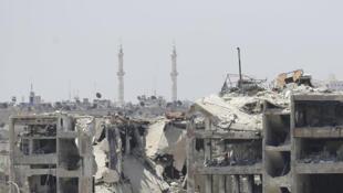 Des bâtiments détruits au nord ouest de la ville d'Alep, dans le quartier industriel de Layramoun, le 5 juillet 2017, en Syrie.