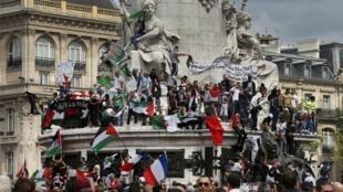 支持巴勒斯坦人集会在巴黎共和国广场举行,2014年7月26号