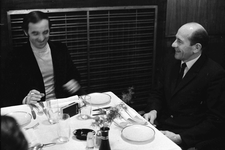 Шарль Азнавур с чехословацким олимпийским чемпионом Эмилем Затопеком в Праге