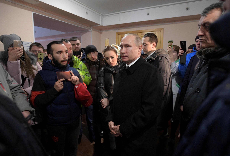 Владимир Путин встретился с инициативной группой в Кемерове в здании судмедэксперитизы.