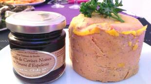 Mứt anh đào trộn ớt Espellette, dùng với gan ngỗng béo Gascogne - RFI / Tuấn Thảo