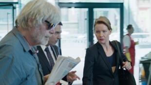 « Toni Erdmann », de Maren Ade, avec : Inès, la businesswoman, merveilleusement interprétée par une Sandra Hüller sèche et mordante; et Winfried alias Toni, incarné avec une folie douce par Peter Simonischek.