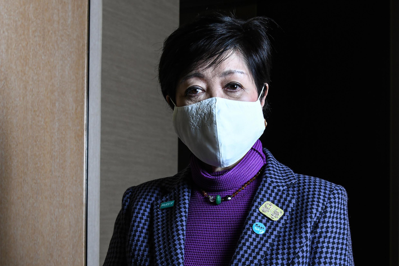 La gouverneure de Tokyo, Yuriko Koike, pose avant un entretien avec l'AFP, le 15 décembre 2020 à Tokyo, au cours duquel elle a déclaré qu'elle ne voyait aucun scénario d'annulation des Jeux olympiques
