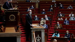 Премьер-министр Франции Жан Кастекс во время презентации плана вакцинации в Национальном собрании 16 декабря 2020 г.