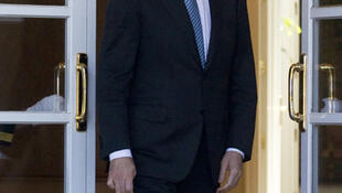 En medio de una creciente inquietud de los mercados por la resistencia financiera española, Rajoy quiso dar un nuevo mensaje de tranquilidad al anunciar que España elegirá a dos consultorías que evaluarán el sector bancario.