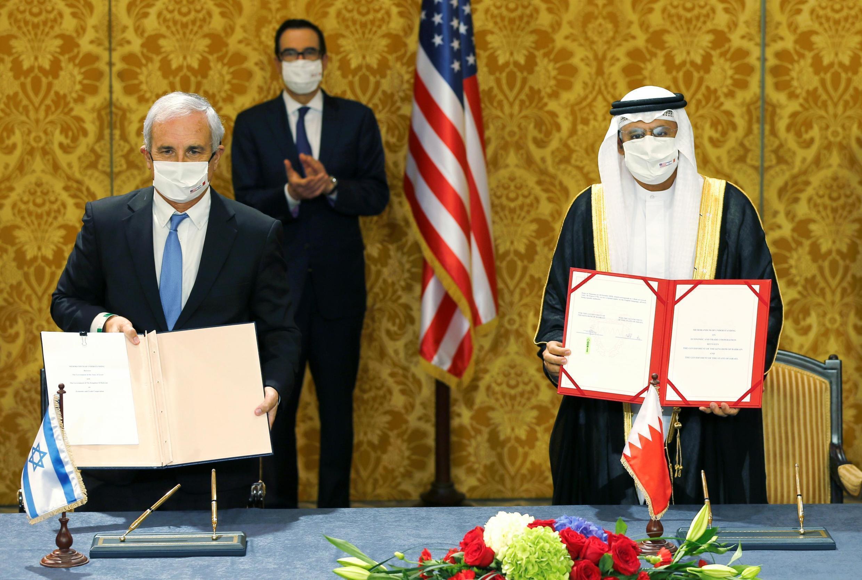 مراسم امضای توافق صلح و بحرین در منامه با حضور وزیر خزانه داری آمریکا.