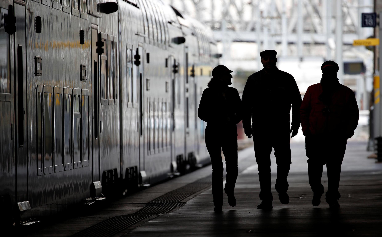 Des employés de la SNCF à la station Gare du Nord. Le 21 mars 2018.
