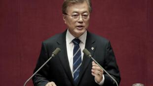 Tổng thống Hàn Quốc Moon Jae In phát biểu tại Quốc Hội, Seoul, ngày 12/06/2017.