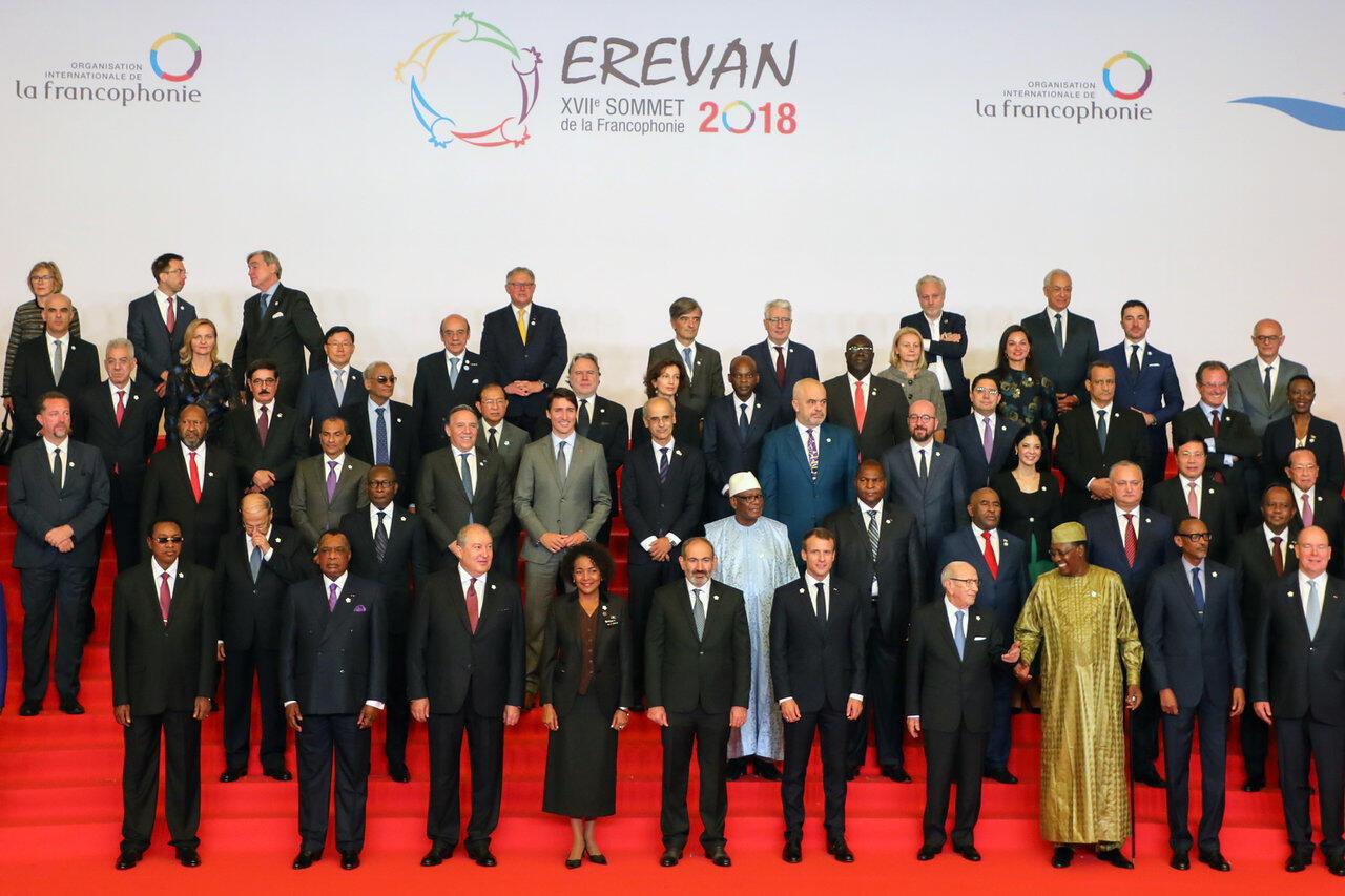 Photo officielle des chefs d'Etat et de gouvernement participant au 17e sommet de la Francophonie à Erevan, ce jeudi 11 octobre 2018.
