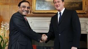 Asif Ali Zardari (g) et David Cameron.