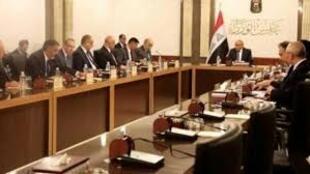 دولت عراق د پاسخ به مطالبان معنرضان یک بسته کمکهای اقتصادی و اجتماعی تصویب و اعلام کرد