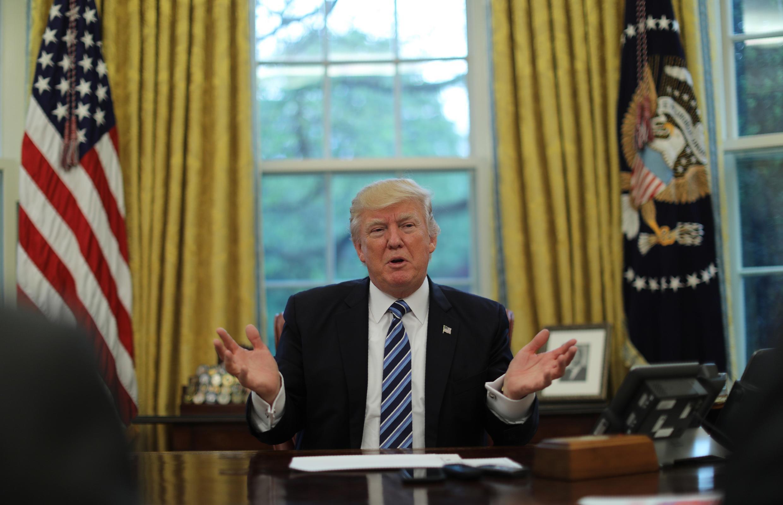 """دونالد ترامپ در گفتگو با """"رویترز"""" در کاخ سفید واشنگتن. ٨ اردیبهشت/ ٢٨ آوریل ٢٠۱٧"""