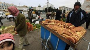Vendedores en el mercado central de Túnez