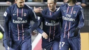 As estrelas do ataque do PSG: Ibrahimovic (esq), David Beckham (centro) e Javier Pastore (dir).
